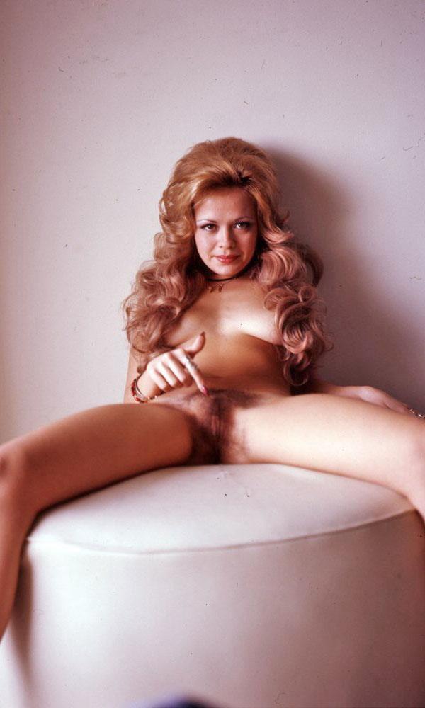 Leslie Leah Burrow nude. Pet Of The Month - April 1973