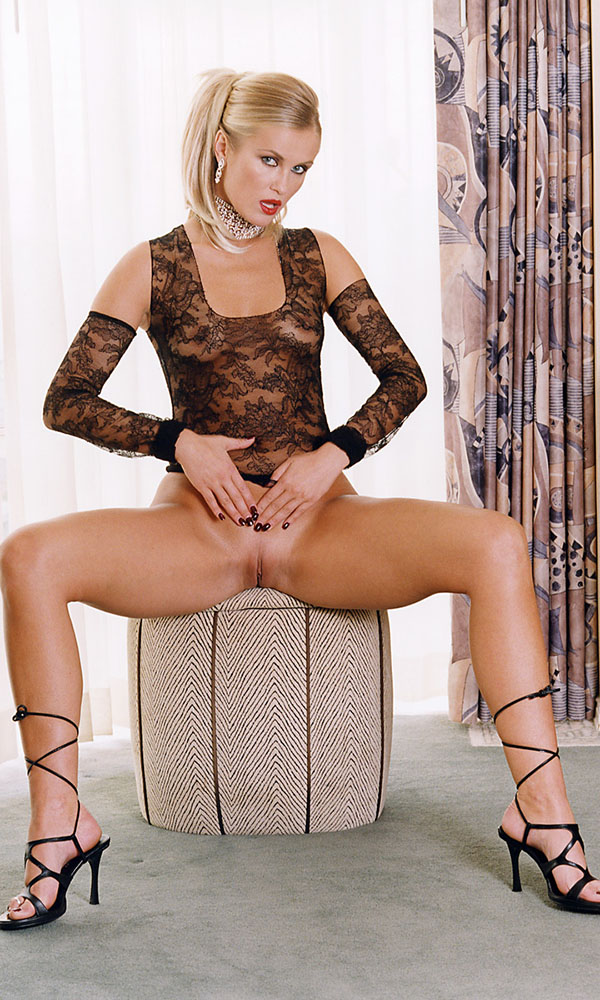 Victoria Bonne nude. Pet Of The Month - May 2003