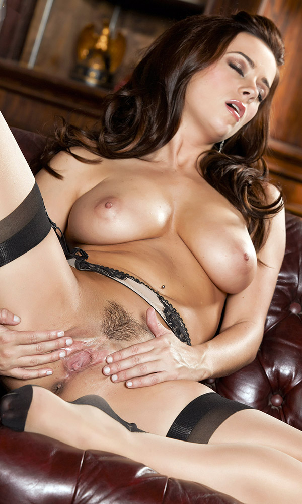 Taylor Vixen nude. Pet Of The Month - September 2009