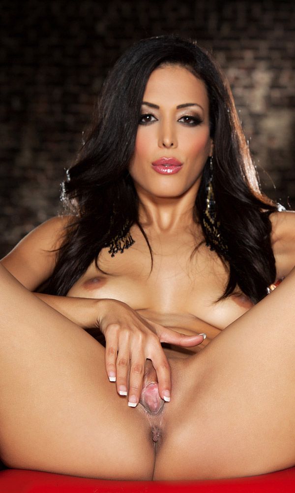 Layla Sin nude. Pet Of The Month - August 2014