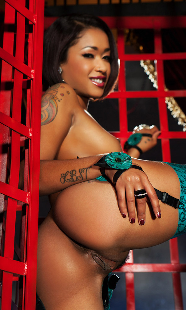 Skin Diamond nude. Pet Of The Month - July 2014